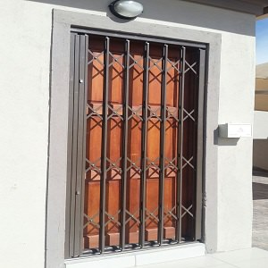 retractable security barriers